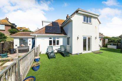 4 Bedrooms Bungalow for sale in West Bay, Bridport, Dorset