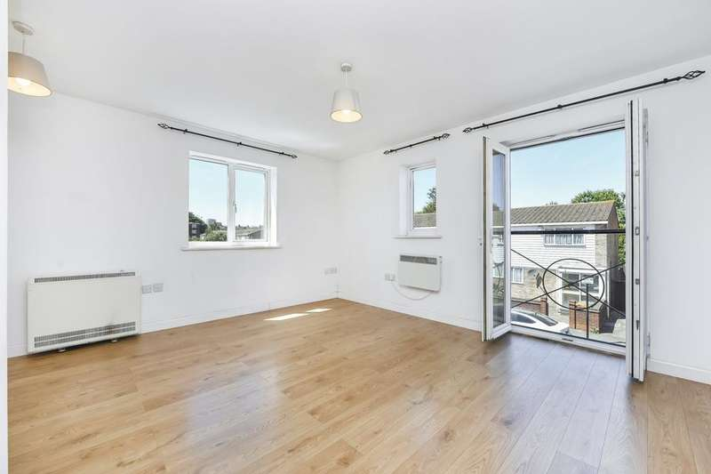 2 Bedrooms Flat for sale in Manchester Court, Garvary Road, London E16