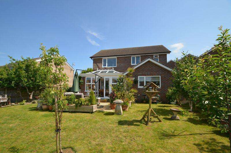 4 Bedrooms Detached House for sale in Three Bedroom Detached House, Chartwell, Southill