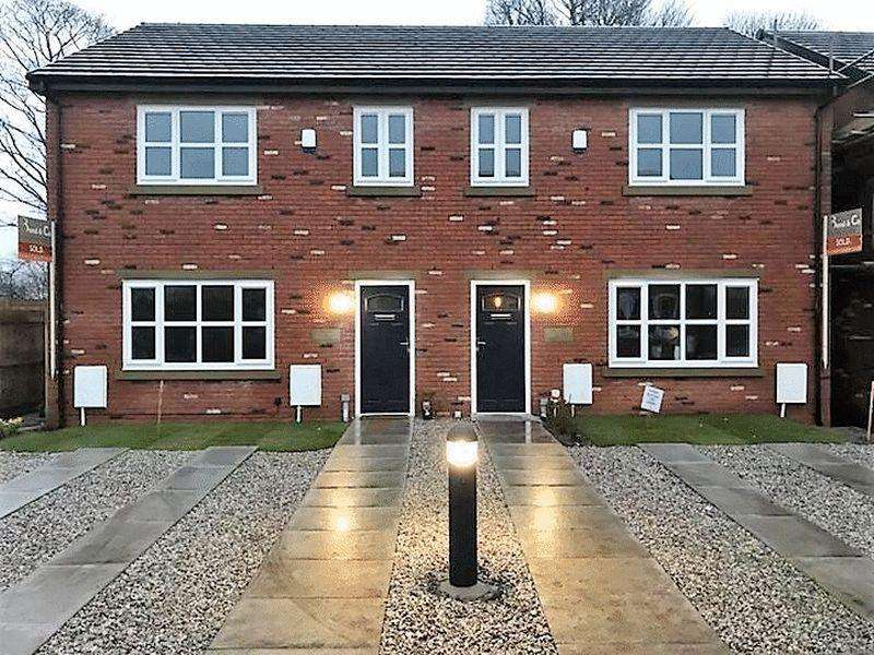 3 Bedrooms Semi Detached House for sale in 3 Keepers Green , Willbutts Lane, Rochdale