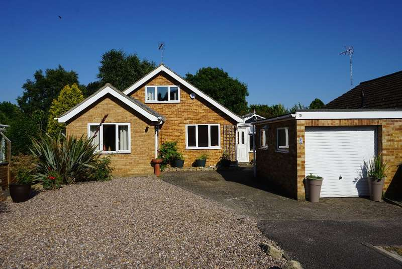 4 Bedrooms Detached Bungalow for sale in PAXTON CLOSE, OLNEY