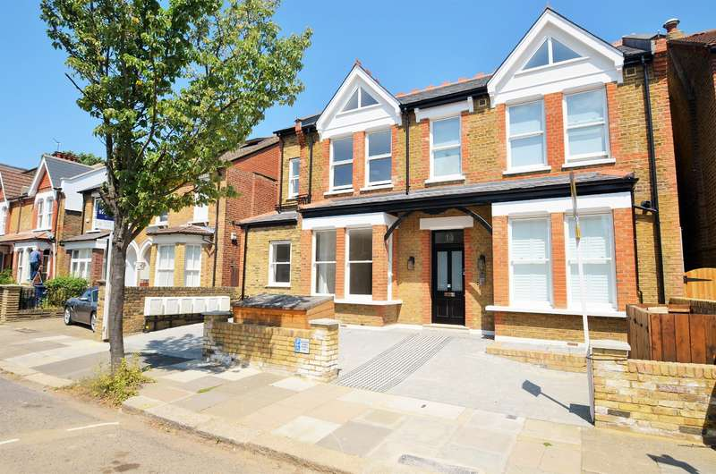 2 Bedrooms Flat for sale in Albany Road, Ealing, London, W13 8PG