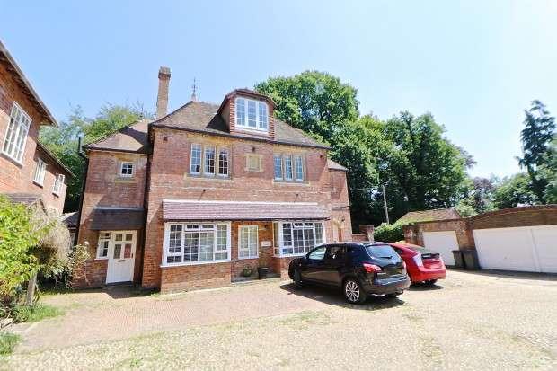 3 Bedrooms Maisonette Flat for sale in The Granary Possingworth Close, Cross-In-Hand, Cross-In-Hand, Heathfield, TN21