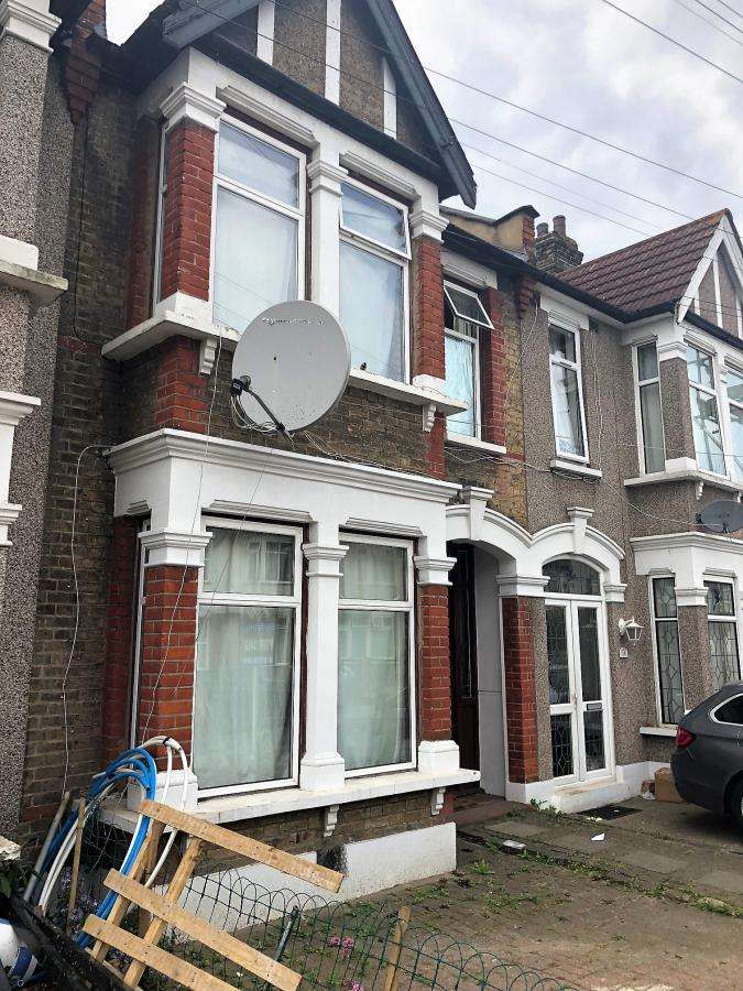 4 Bedrooms Terraced House for sale in Twyford Road, IG1