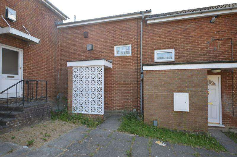 3 Bedrooms Terraced House for sale in Morris Close.