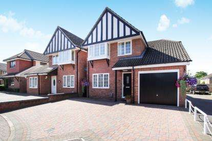 3 Bedrooms Detached House for sale in Halleys Way, Houghton Regis, Dunstable, Bedfordshire