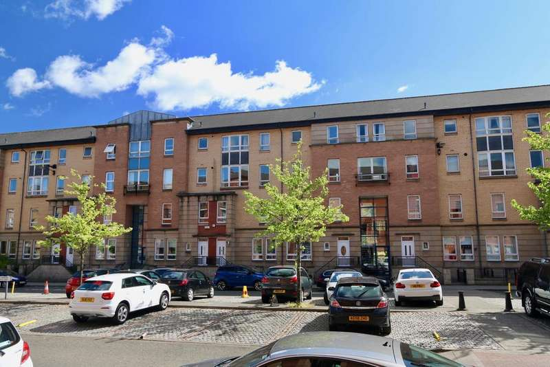 3 Bedrooms Flat for sale in Flat A, 132 Old Rutherglen Road, GLASGOW, G5 0RH