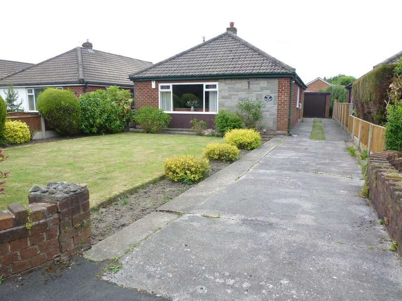 2 Bedrooms Detached Bungalow for sale in CATON DRIVE, CLAYTON LE WOODS PR25