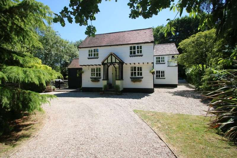 4 Bedrooms Cottage House for sale in Holyoak Lane, Hawkwell