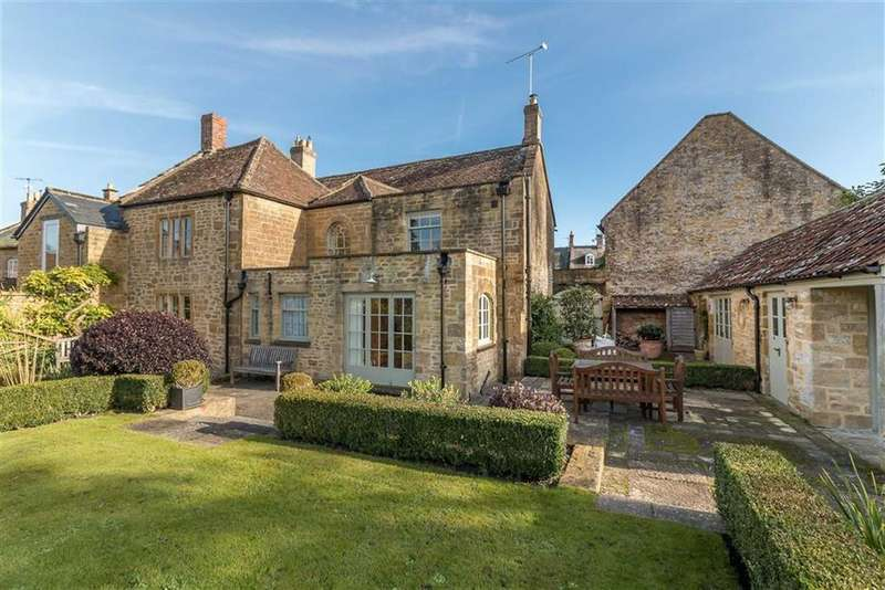4 Bedrooms Detached House for sale in The Borough, Montacute, Somerset, TA15