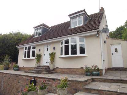 4 Bedrooms Detached House for sale in Leven Bank Road, Yarm, Stockton On Tees