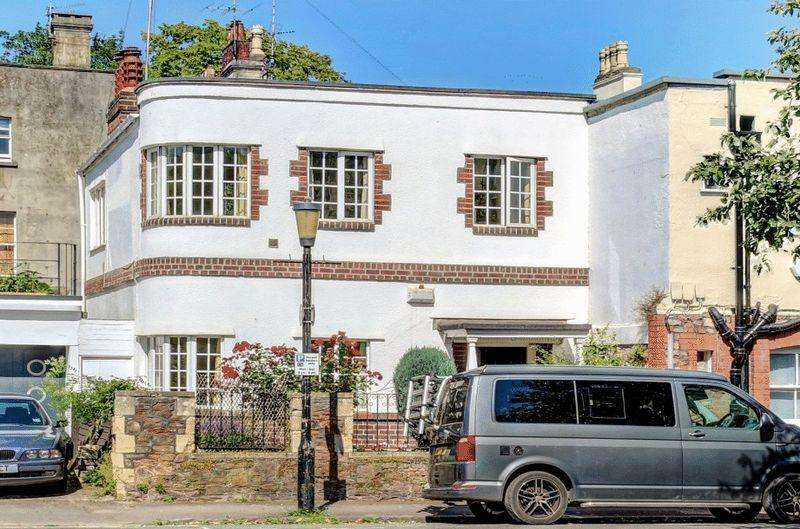 2 Bedrooms Semi Detached House for sale in Pembroke Grove, Clifton