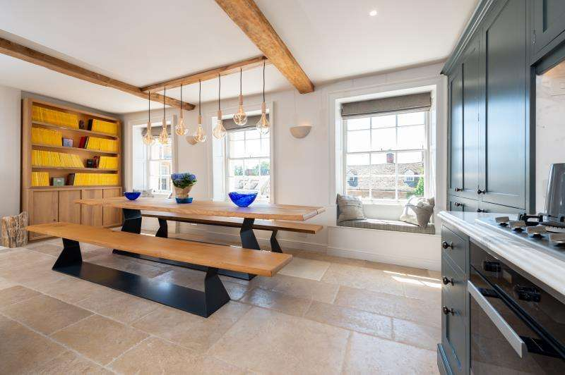 2 Bedrooms Apartment Flat for sale in Flat 2, Market Place, Woodstock, Oxfordshire