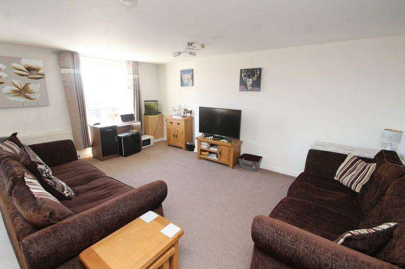 2 Bedrooms Apartment Flat for sale in New Road, Littleborough OL15 8NL