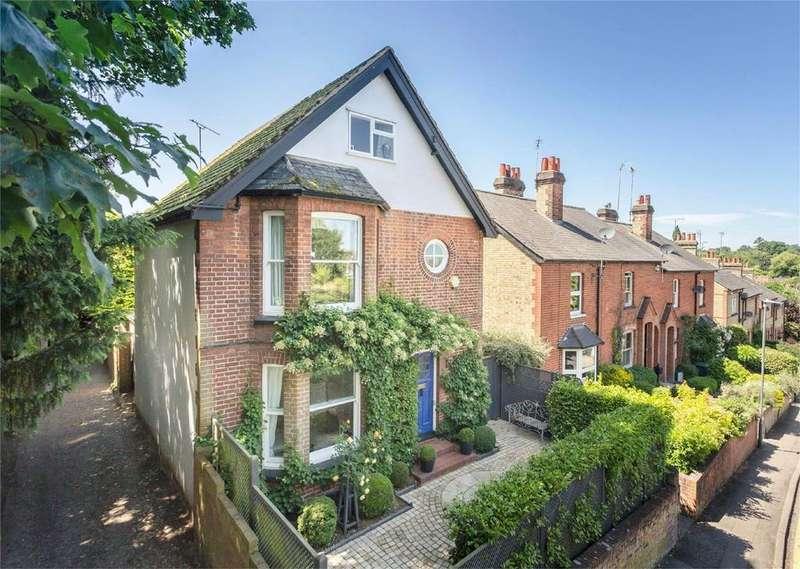 4 Bedrooms Detached House for sale in Bells Hill, Bishop's Stortford, Hertfordshire