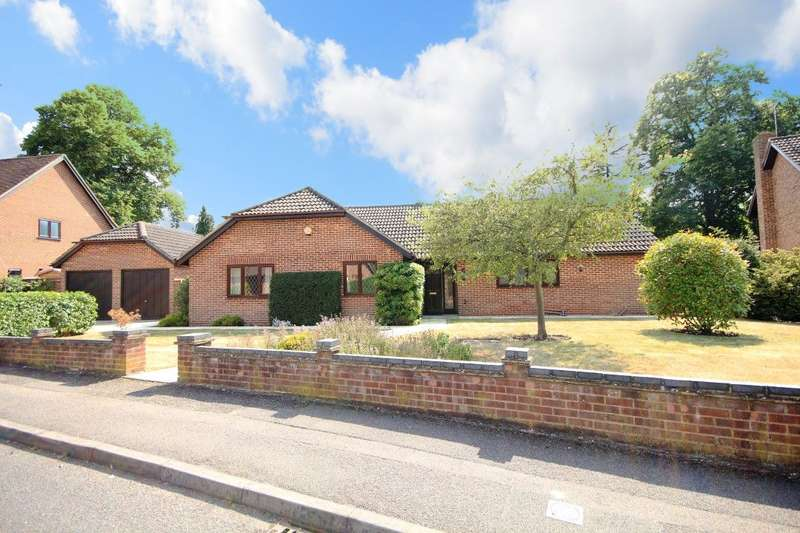 4 Bedrooms Detached Bungalow for sale in Gorselands, Emmer Green, Reading, RG4