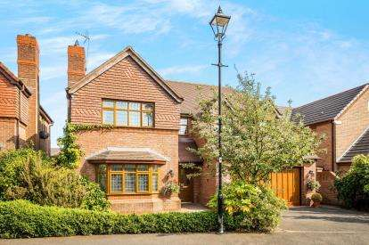 4 Bedrooms Detached House for sale in Upton Rocks Avenue, Widnes, Cheshire, WA8