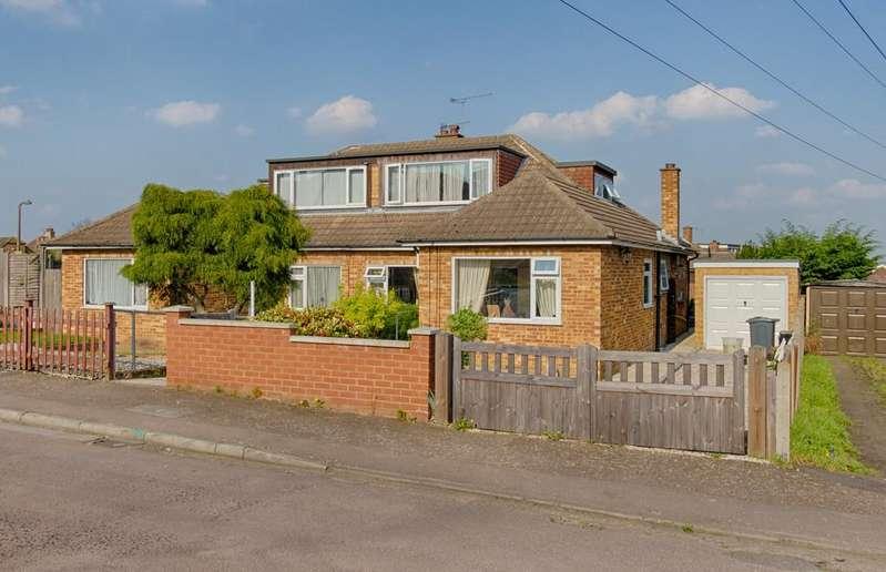 3 Bedrooms Semi Detached Bungalow for sale in Norris Lane, Hoddesdon