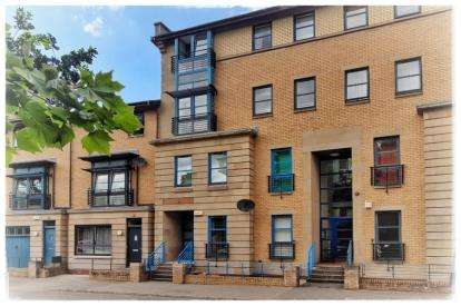 2 Bedrooms Flat for sale in Alexander Crescent, New Gorbals, Glasgow