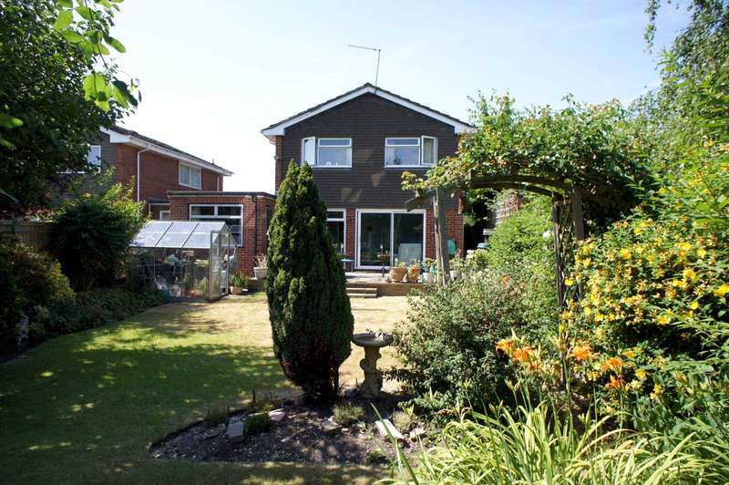 3 Bedrooms Detached House for sale in Ashcroft Close, Caversham Heights