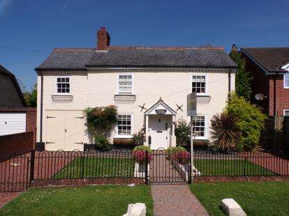 4 Bedrooms Detached House for sale in Cadnam, Southampton, Hants