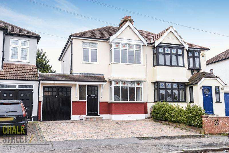 3 Bedrooms Semi Detached House for sale in The Avenue, Hornchurch, RM12