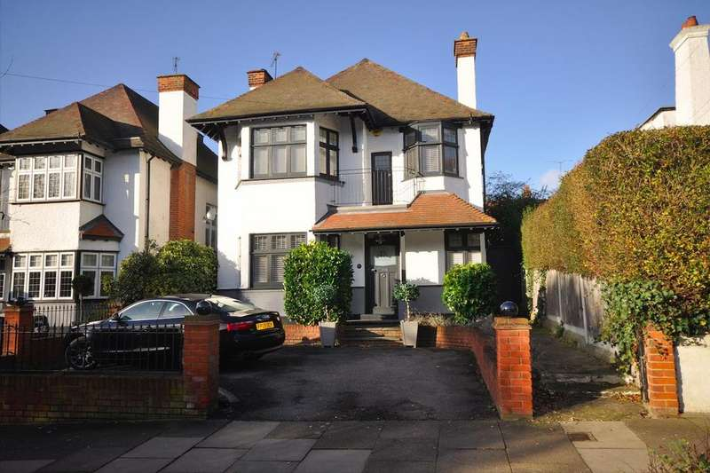 5 Bedrooms Detached House for sale in Ditton Court Road, Westcliff-On-Sea