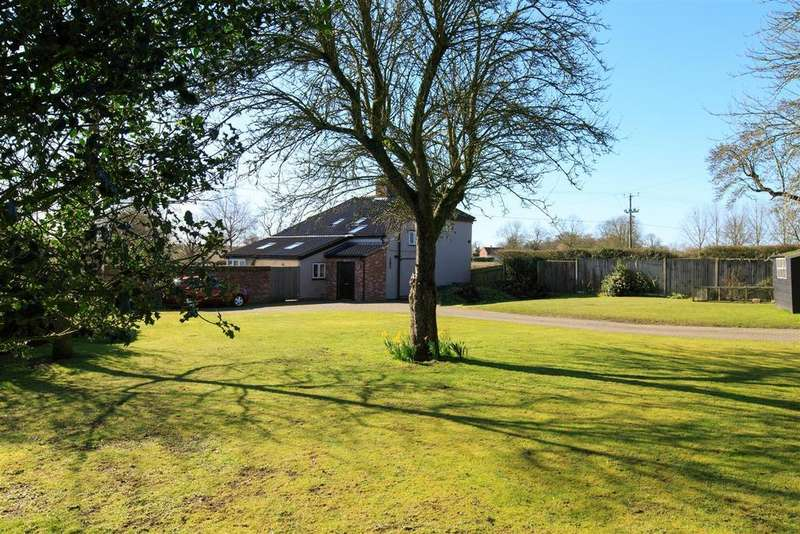 4 Bedrooms Detached House for sale in Brooke, Norwich, NR15