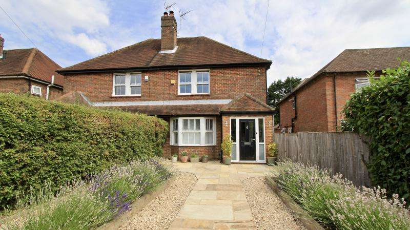 3 Bedrooms Semi Detached House for sale in Coleshll Lane, Winchmore Hill HP7