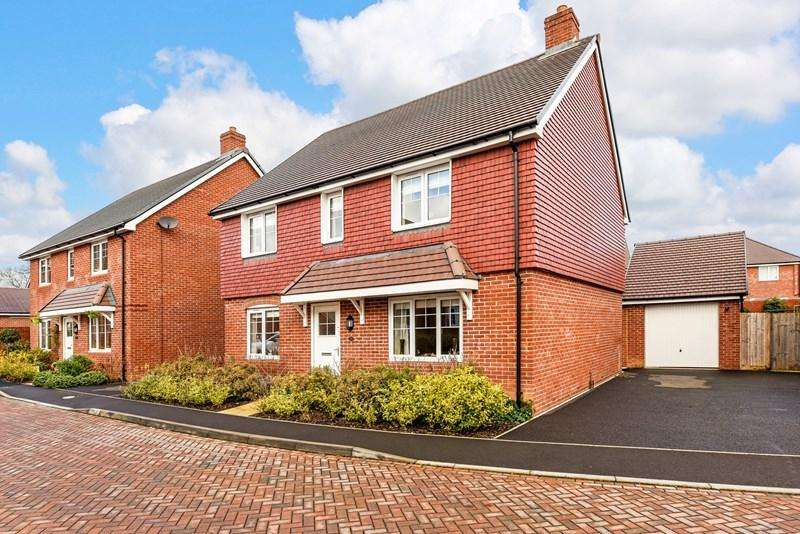 4 Bedrooms Detached House for sale in Woolwich Way, Andover