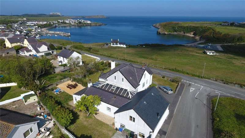 7 Bedrooms Detached House for sale in Cemaes Bay, Anglesey