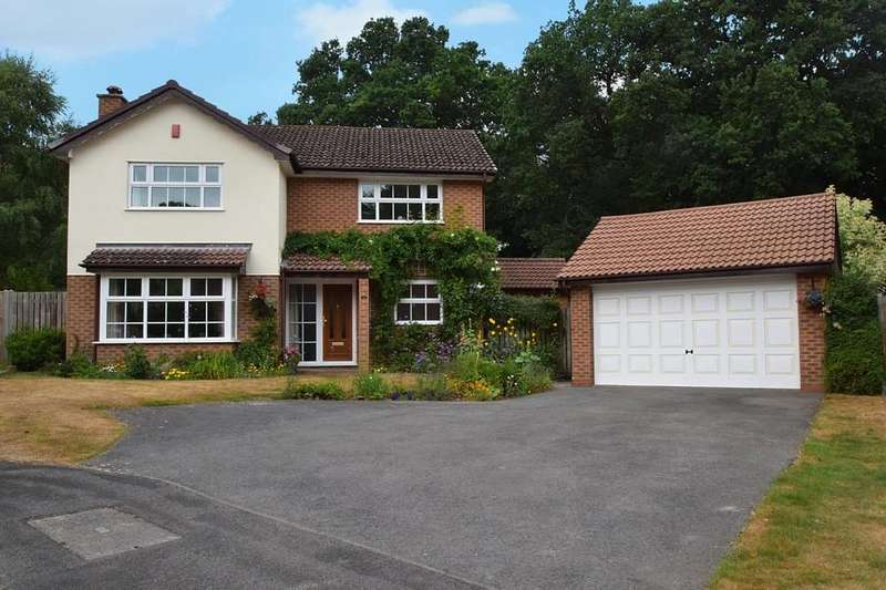 4 Bedrooms Detached House for sale in Queensbury Place, Blackwater, Camberley