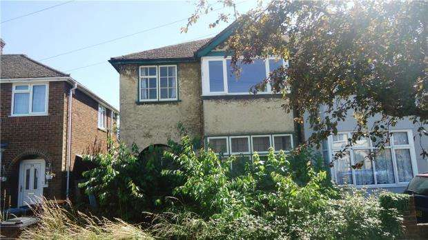3 Bedrooms Semi Detached House for sale in Winchester Road, Bedford