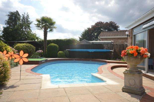 4 Bedrooms Detached Bungalow for sale in The Pines, Exwick Hill, Exeter