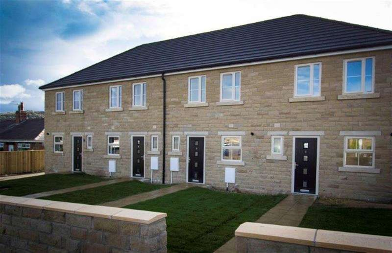 3 Bedrooms Town House for sale in 2 Roundhill Gardens, Elland, HX5 0DX