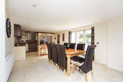 5 Bedrooms Detached House for sale in Offerton Road, Stockport, Cheshire