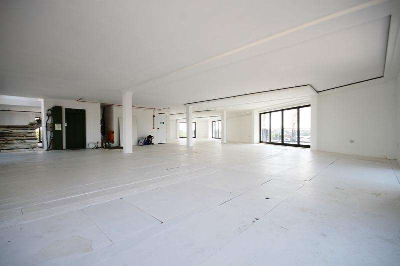 3 Bedrooms Penthouse Flat for sale in Holmes Road, Kentish Town, NW5
