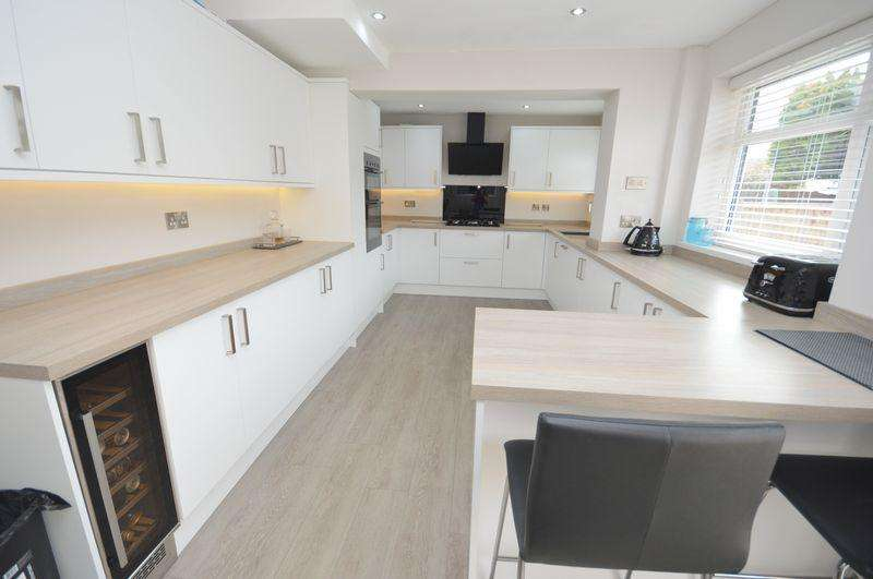 4 Bedrooms Semi Detached House for sale in Sandiway Avenue, Widnes