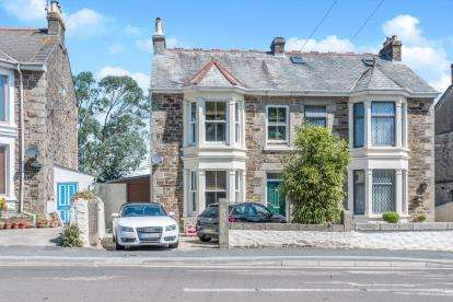 3 Bedrooms Semi Detached House for sale in Illogan Highway, Redruth, Cornwall