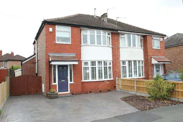 3 Bedrooms Semi Detached House for sale in Clover Road, Timperley