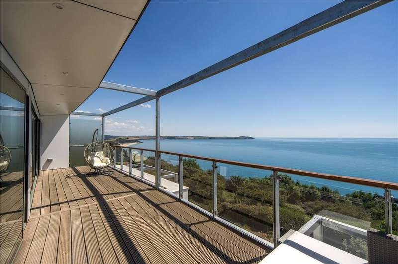 2 Bedrooms Flat for sale in Sea Road, Carlyon Bay, St Austell, Cornwall, PL25
