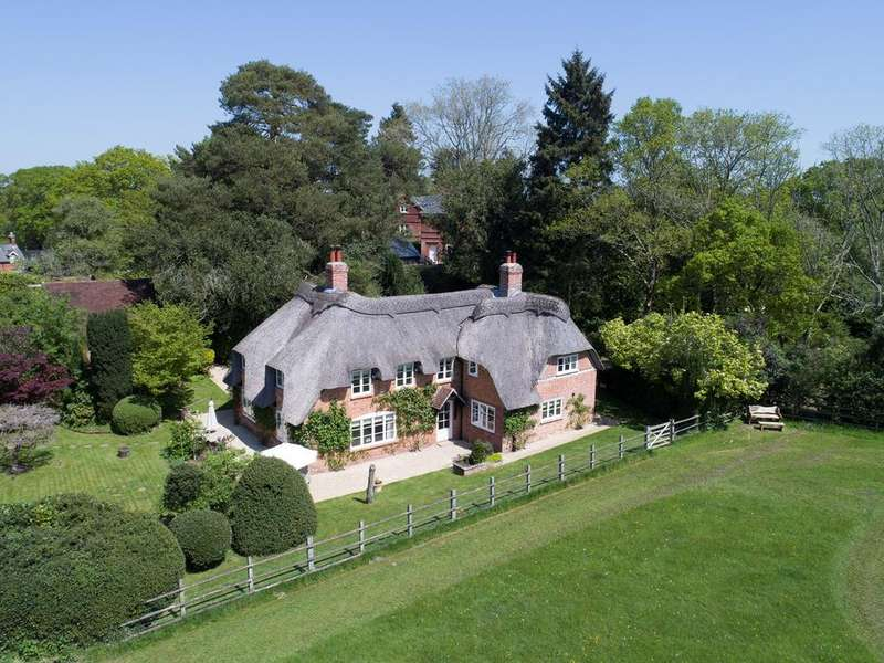 4 Bedrooms Cottage House for sale in Emery Down, Emery Down, Lyndhurst, SO43