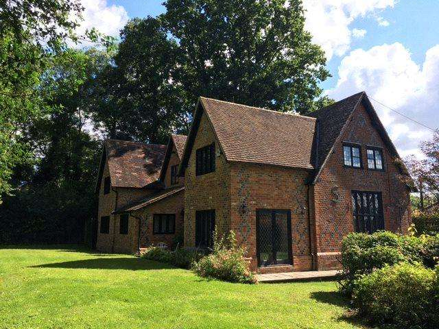 4 Bedrooms Detached House for sale in Hartley Wespall, Hook, Hampshire, RG27