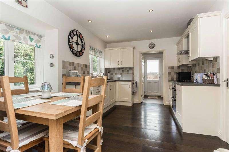 3 Bedrooms Detached House for sale in Amberwood Mews Bridge Road Bursledon