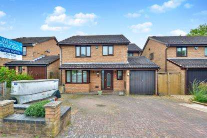 4 Bedrooms Detached House for sale in Ibstone Avenue, Bradwell Common, Milton Keynes, Buckinghamshire