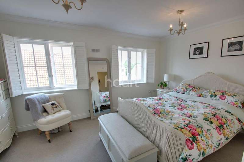 4 Bedrooms Terraced House for sale in East Close, Bury St Edmunds
