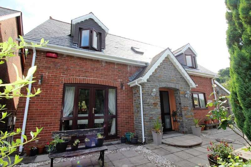 4 Bedrooms Detached House for sale in Lower Road, Elliots Town