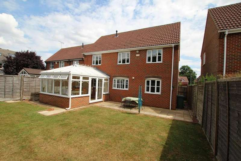 4 Bedrooms Detached House for sale in Foxborough, Swallowfield, RG7