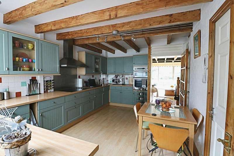 3 Bedrooms Terraced House for sale in Daniells