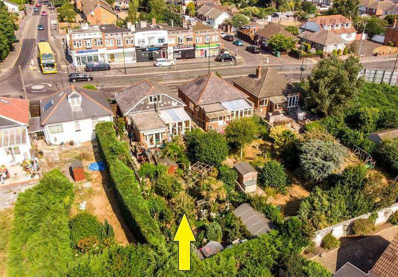 4 Bedrooms Detached Bungalow for sale in Kinson Road, Ensbury Park, Bournemouth